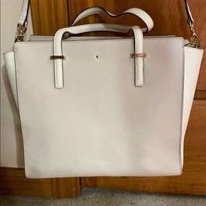 Barely used Kate Spade purse, in great condition!